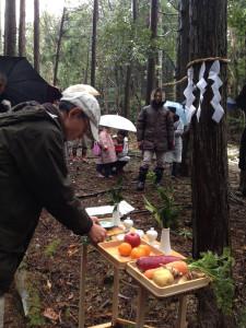 木を伐る前の儀式